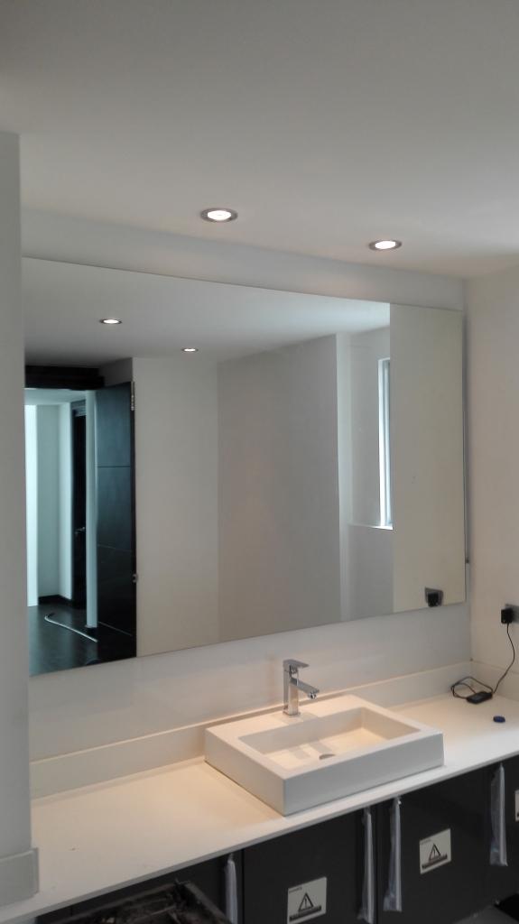 Suministro y colocación de espejos