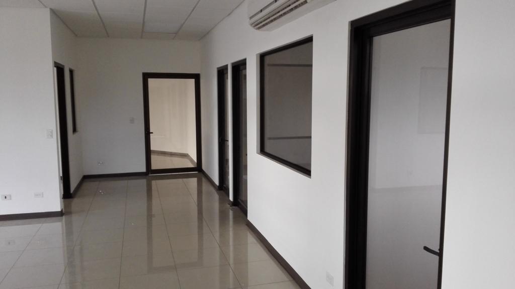 Suministro e instalación de cerramientos en vidrio y aluminio